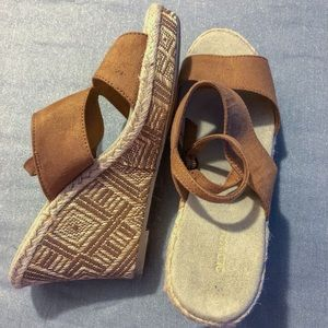 NWOT OLD NAVY Faux Suede Patterned Wedges Size 9